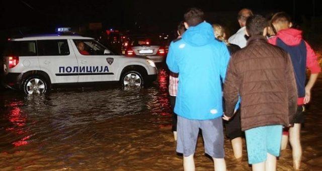 poplava-skopje-policija-70952-640x341
