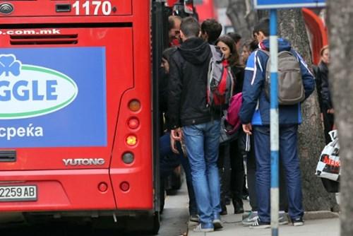ИСТЕПАНИ ДОДЕКА ЧЕКАЛЕ АВТОБУС  Скопје станува небезбеден град   истепани двајца додека чекале автобус на ЈСП