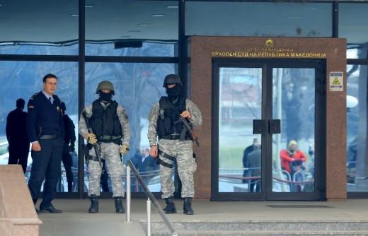 ДЕТАЛИ ОД ТЕЛЕФОНСКИТЕ РАЗГОВОРИ НА ТЕРОРИСТИТЕ  Артан Груби преговарал со терористите  ОБСЕ знаеле за терористичкиот напад