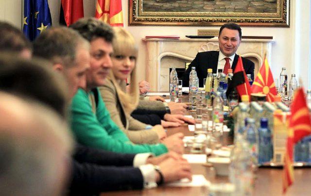 ИЗВРШНИОТ КОМИТЕТ НА ВМРО ДПМНЕ ДОНЕСЕ ОДЛУКА  ИК на ВМРО ДПМНЕ му даде полн легитимитет на Груевски за отпочнување разговори за состав на новата Влада