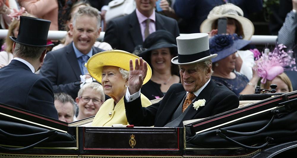 Кралицата Елизабета и нејзиниот сопруг принцот Филип