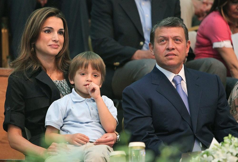 Кралот на Јордан Абдула, заедно со неговата сопруга Кралицата Ранија и нивниот син принцот Хашем