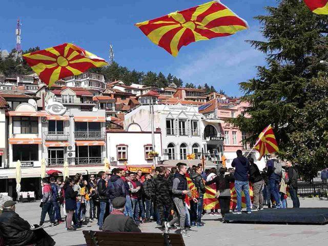 Охридските средношколци излегоа на улиците со поддршка ЗА ЗАЕДНИЧКА МАКЕДОНИЈА  ФОТО ВИДЕО