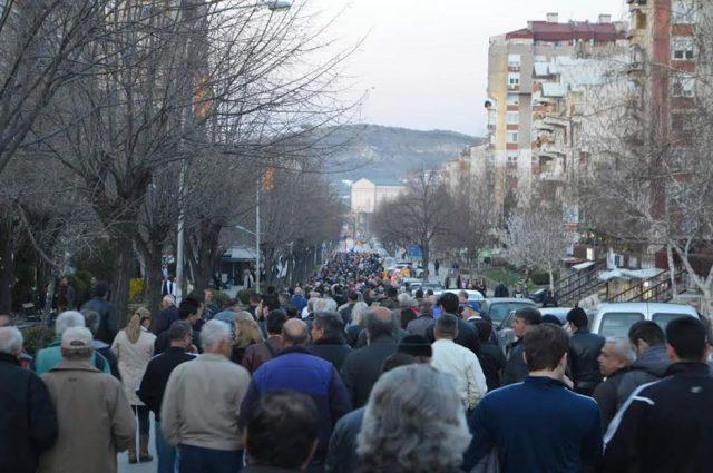 Велешани на масовен протестен марш против Тиранската платформа