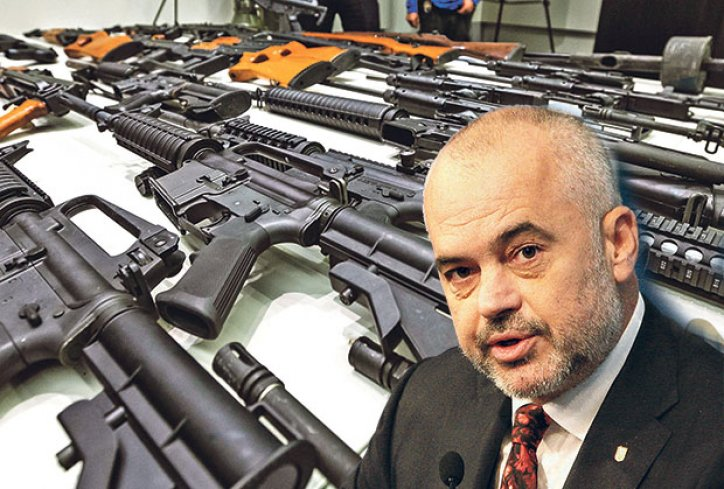 ЕДИ РАМА ГО ВООРУЖУВА КОСОВО СО ГОЛЕМИ КОЛИЧИНИ ОРУЖЈЕ  Српските служби предупредуваат на можна ескалација на состојбите