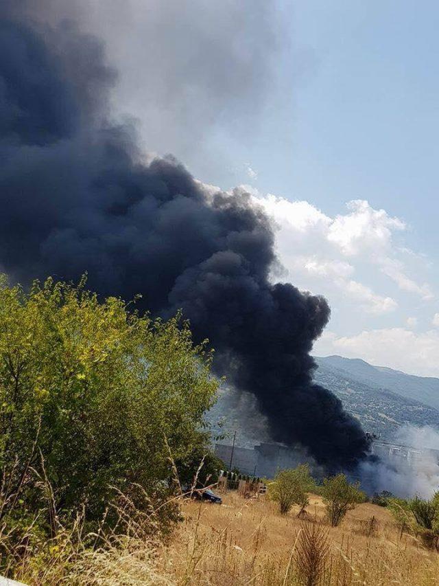 ГРАЃАНИТЕ БАРААТ ЕВАКУАЦИЈА  Состојбата во Тетово е критична  густ црн канцероген облак ги гуши Тетовчани
