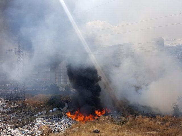 СОСТОЈБАТА ВО ТЕТОВО АЛАРМАНТНА  Гори депонијата на само 100 метри од центарот на градот  во опасност силосите со жито на  Жито Тетово