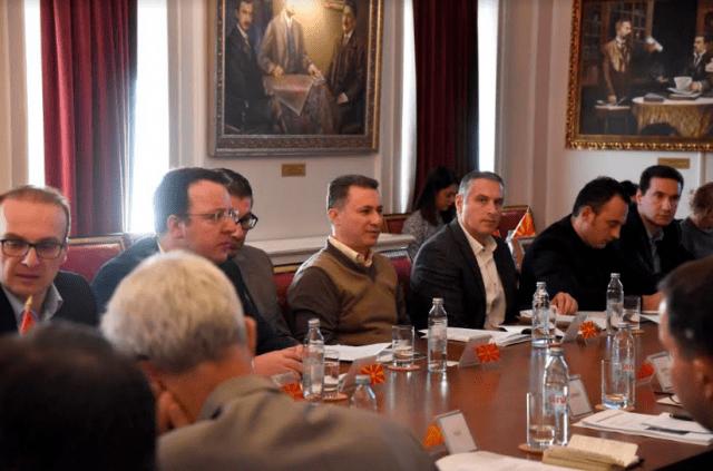 НА СРЕДБА СО АМБАСАДОРИТЕ  Груевски оствари средба со амбасадорите на САД  членки на ЕУ и НАТО во Република Македонија