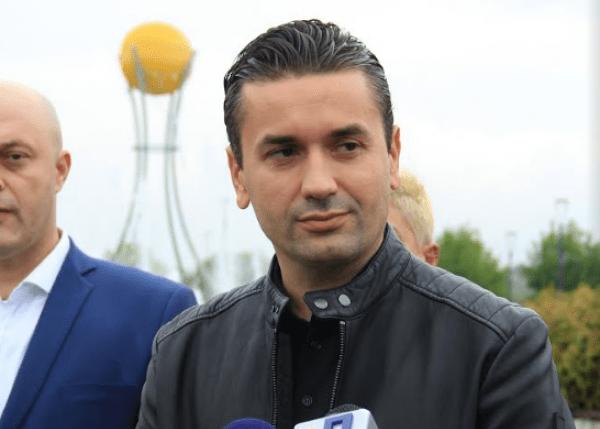 Ивица Коневски му ја честита победата на Златко Марин