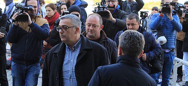 ХУНТАТА ПРОДОЛЖУВА СО НАСИЛСТВО  Партизираното судство ги услиши желбите на хунтата на Заев   шест пратеници одат во притвор