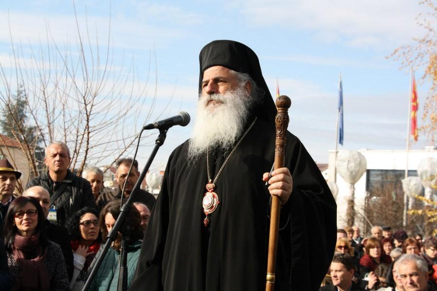 ИМЕТО НЕ ГО ДАВАМЕ И ЗАЛУДЕН Е СЕКОЈ ОБИД  Владиката Петар порача дека Македонската црвка е Апостолска  а името не е за менување
