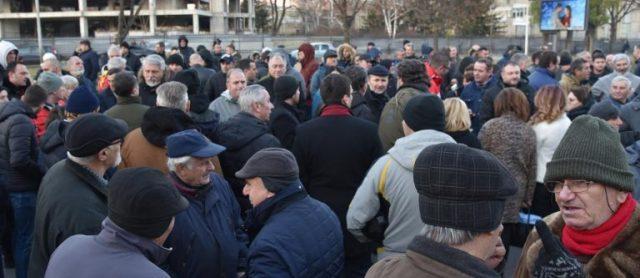 ПРОТЕСТИТЕ ПРОДОЛЖУВААТ  Остануваме на улиците се додека хунтата ги гази законите и се изживува со граѓаните  блокада на крстосници и протест во 18 часот