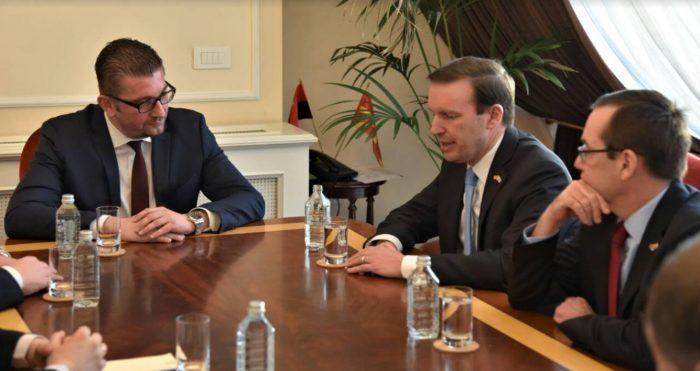 ЏЕС БЕЈЛИ НА ГОСТИ ВО ВМРО ДПМНЕ  Американскиот амбасадор на средба со лидерот на ВМРО ДПМНЕ Христијан Мицкоски