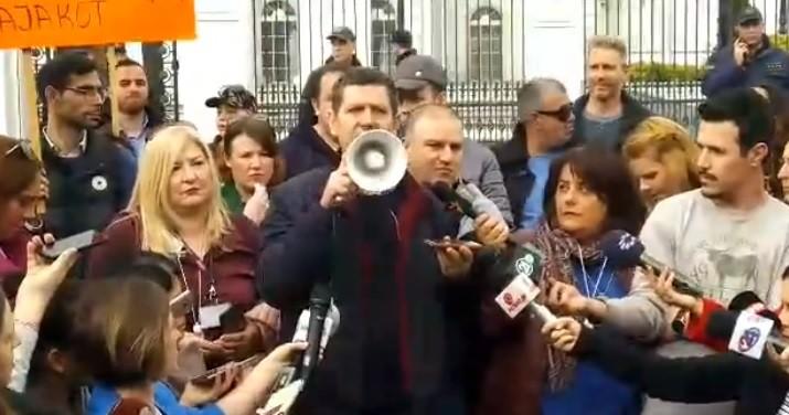 ДОСТА Е НАСИЛСТВО И ЦЕНЗУРА ВРЗ НОВИНАРИ  Насер Селмани повика да се стави крај на насилството и цензурата врз новинарите