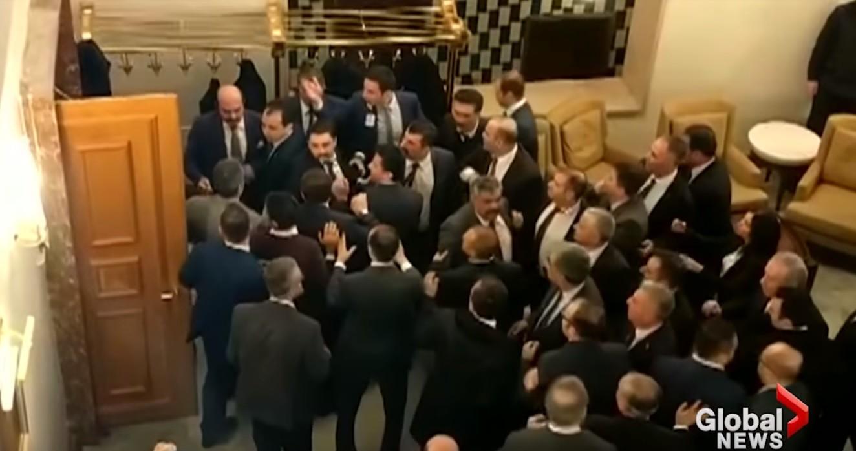 ТЕПАЧКА ВО ПАРЛАМЕНТ  Турските пратеници се степаа во парламентот поради контроверзен закон