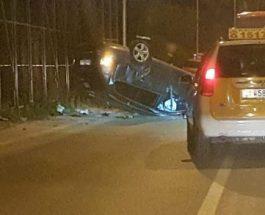 ТЕШКА СООБРАЌАЈКА ВО ПИНТИЈА: Автомобил се преврте во скопската населба Пинтија