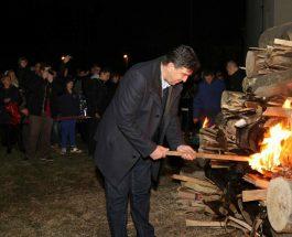 ОЛИВЕР СПАСОВСКИ И САШО ПОЦКОВ ИЗГОРЕА 20 КУБИЦИ ДРВА: И покрај најавите на МВР за казнување на организаторите, Спасовски си запали оган за Коледе!