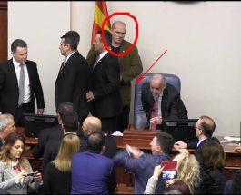 ОРУЖЈЕ ВО ПЛЕНАРНАТА САЛА: Кој дозволи оружје во пленарната сала на Собранието кога се гласаше Законот за двојазичност?