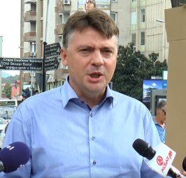 90.000 ЕВРА ЗА ДВЕ АВИОНСКИ КАРТИ: Никола Наумовски и Петре Шилегов потрошиле 90.000 евра пари на скопјани, а ги плукаат по социјалните мрежи!