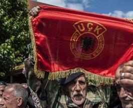 """САЛИ БЕРИША ЌЕ ОДГОВАРА ЗА ПОМАГАЊЕ ТЕОРИЗАМ: Екс-претседателот на Албанија ги отворил депоата со оружје и доделил 600.000 """"калашњикови"""" на УЧК!"""