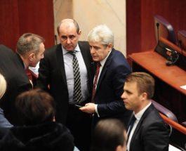 """НИШТО ОД """"ШИРОКАТА ПОДДРШКА"""" ЗА ВЛАДАТА НА ЗАЕВ: Алијанса за Албанците, БЕСА и ДПА воздржани на интерпелацијата"""