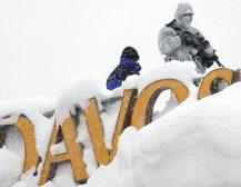 СВЕТСКИТЕ ЛИДЕРИ ЗАВЕАНИ ВО СНЕГ: Економскиот Форум во Давос ги зароби светските лидери и економски магнати во снежна бура!