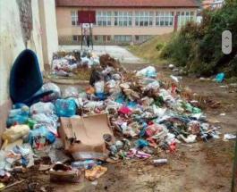 ДЕПОНИЈА ВО СРЕДЕ ОСНОВНО УЧИЛИШТЕ: Градската депонија сеуште стои, а во Тетово никнуваат депонии и во основните училишта!