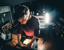 ИНТЕРВЈУ СО ДРАГИ ИВАНОВ: Студира на Беркли, прави музика за светски ѕвезди и ниже академски награди