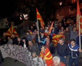 """ГЕВГЕЛИЈА ОБОЕНА ВО ЦРВЕНО -ЖОЛТО: Граѓаните уште еднаш кажаа """"НЕ"""" за двојазична Македонија"""