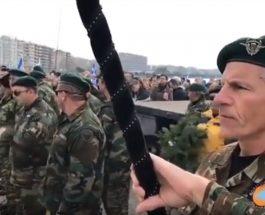 (Видео)ТЕРИТОРИЈАЛНИ ПРЕТЕНЗИИ НА ГРЦИЈА КОН МАКЕДОНИЈА: Грчката војска пред споменикот на Александар Македонски порача дека Македонија е грчка!