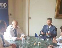 """ГРУЕВСКИ СЕ СРЕТНА СО БОРИСОВ: Лидерот на ВМРО-ДПМНЕ ги реафирмирал позициите во врска со договорот за """"добрососедство"""""""