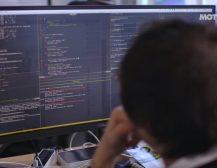 (Видео)ВОЈНАТА НА НОВОТО ВРЕМЕ – САЈБЕР ВОЈНА: Како хакерите ја користат технологијата која ја користите секојдневно за да ве снимаат и следат?