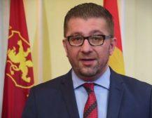 ВИДЕО ОБРАЌАЊЕ НА ЛИДЕРОТ НА ВМРО-ДПМНЕ: Еден ден споменикот ќе биде поставен на местото на кое заслужува и ќе дојде ден и кога оние кои ова го прават ќе се срамат за своите постапки!