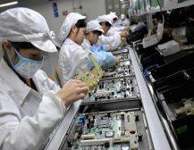 """,,ФАЈНЕНШЛ ТАЈМС: """"Епл"""" експлоатира кинески средношколци"""