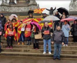 СЛОБОДА ЗА ПАТРИОТИТЕ: Македонците во Лондон на протести побараа слобода за притворените патриоти!