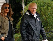 КАДЕ ТАКА, НЕВЕСТО: Меланија Трамп тргна во обиколка на поплавите во Тексас во штикли и со авијатичарски очила!