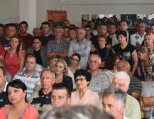 САМО КАРТЕЛОТ НА ЗАЕВ ОДИ НАПРЕД: Единствено што оди напред во државата се бизнисите на картелот на власт, рече Мицкоски од Охрид