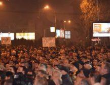 ПРОТЕСТОТ ПРОДЛОЖУВА: Следете го протестот на ВМРО-ДПМЕ во живо од пред Министерството за правда
