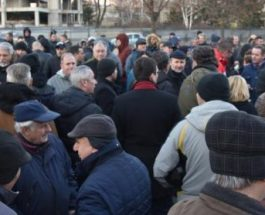 ПРОТЕСТИТЕ ПРОДОЛЖУВААТ: Остануваме на улиците се додека хунтата ги гази законите и се изживува со граѓаните- блокада на крстосници и протест во 18 часот!