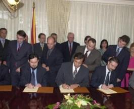 УМИЛКУВАЊЕТО КАЈ ЗАПАДОТ ЈА РАСТУРИ МАКЕДОНИЈА: Западот нема интерес во Македонците, виткањето кичма пред нивните барања ја растури државата!