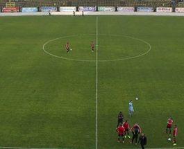 ТЕПАЧКА ПОМЕЃУ КАПИТЕНИТЕ НА ВАРДАР И ШКЕНДИЈА: Прекинат натпреварот помеѓу Шкендија и Вардар – навивачите го гаѓале Грнчаров со предмети!
