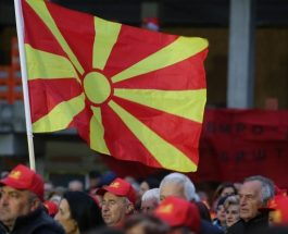ВАША Е ОДЛУКАТА ДАЛИ СТЕ ЗА РЕВИДИРАЊЕ НА ИСТОРИЈАТА: Од народот зависи, на 15-ти октомври се одлучува дали ќе имаме ревидирана историја по грчки и бугарските тек