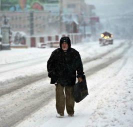 ВРЕМЕТО НЕ ПОПУШТА: Снег и ниски температури и денес