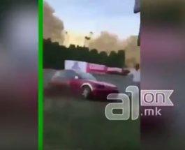 """ВОЗНЕМИРУВАЧКА СНИМКА ОД КРУЖНАТА ТРКА ВО СКОПЈЕ: Тркачки автомобил """"собра"""" гледач и се заби во билборд!"""