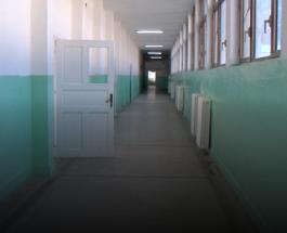 """БОЈКОТ НА НАСТАВАТА И ВО ТЕТОВО:  Професорите од СОУ """"Кирил Пејчиновиќ""""во Тетово ги бојкотираа првите часови"""
