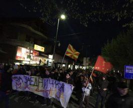 КУМАНОВЧАНИ СО МАСОВЕН МАРШ: НЕ сакаат двојазичност во нивниот град, како и на целата територија на Македонија