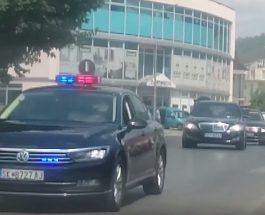 """(Видео)ОД КОГО СЕ ПЛАШИ ЗАЕВ?: Осум возила обезбедување го следат скапиот """"Мерцедес""""!"""