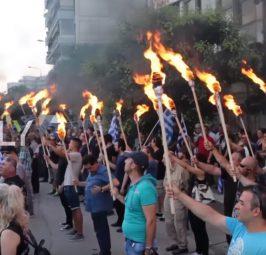 """ГРЦИТЕ ЌЕ ГО ЗАПАЛЕЛЕ СКОПЈЕ: Со запалени факели """"Златна Зора"""" се закани дека ќе ги запали предавниците но и Скопје доколку се """"предаде"""" името Македонија!"""